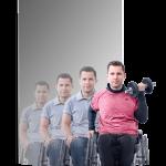 muž na invalidnom vozíku s činkou